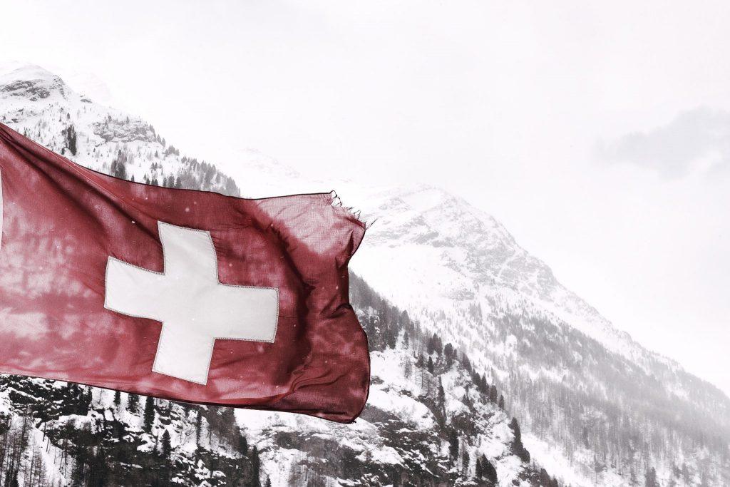 Import towarów ze Szwajcarii do Polski a podatek