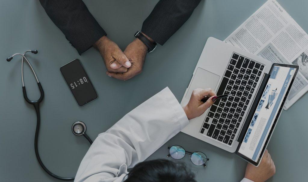 Zakup sprzętu informatycznego przez szpital a odliczenie VAT